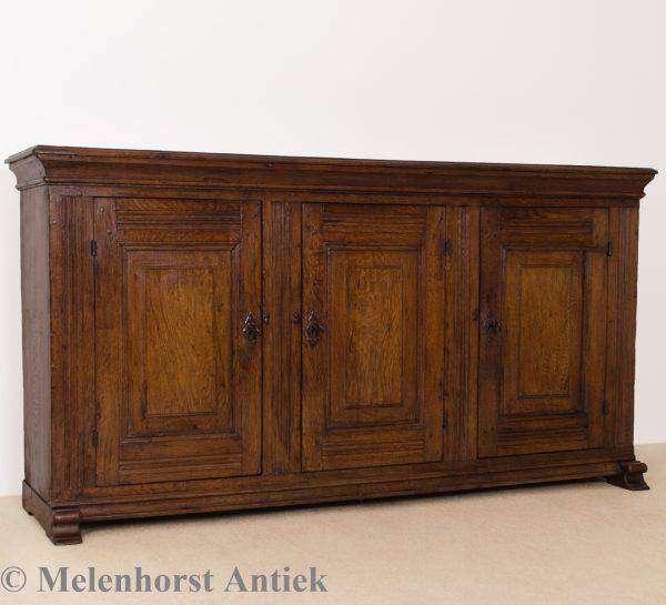 Antiek eiken dressoir