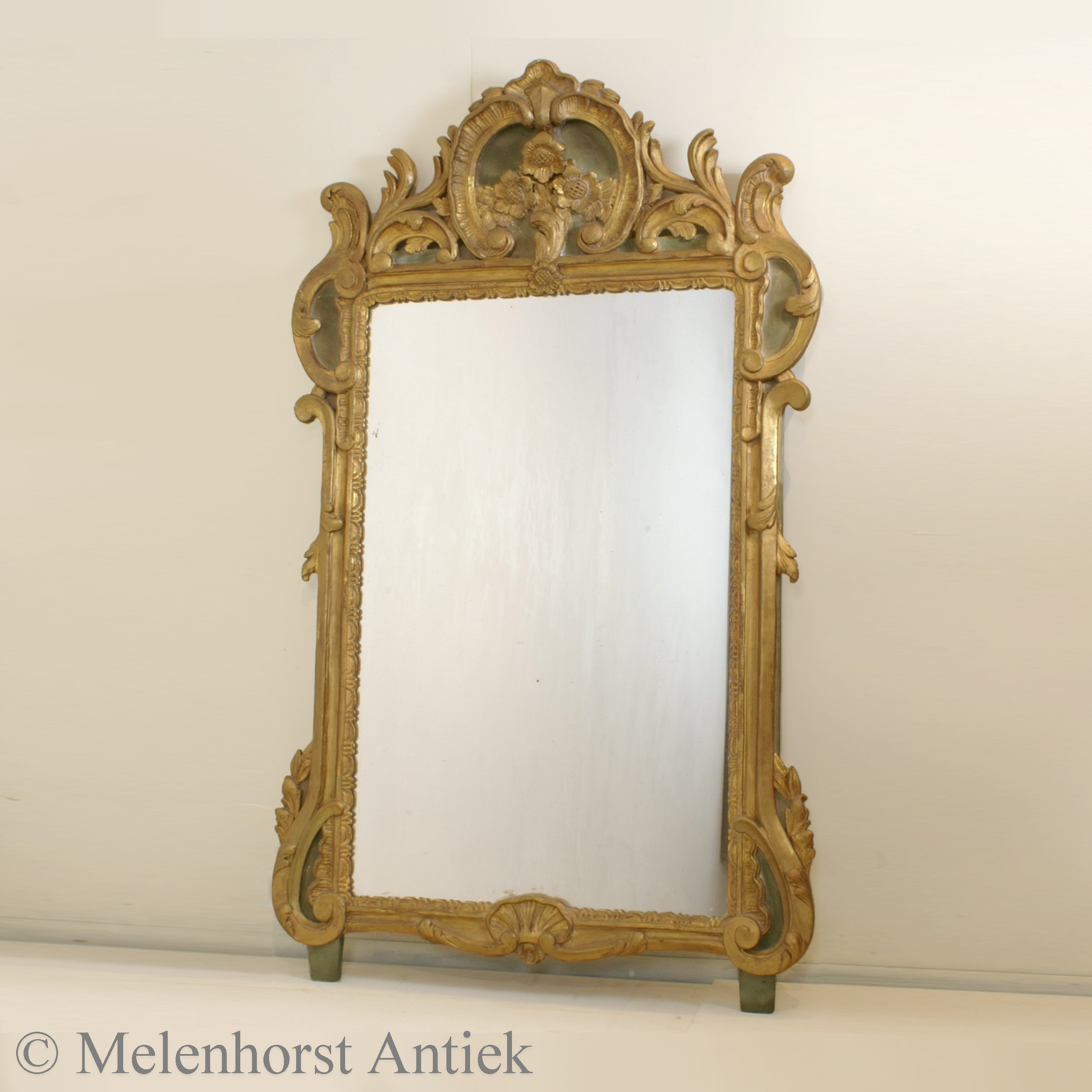 18e-eeuwse vergulde houten spiegel