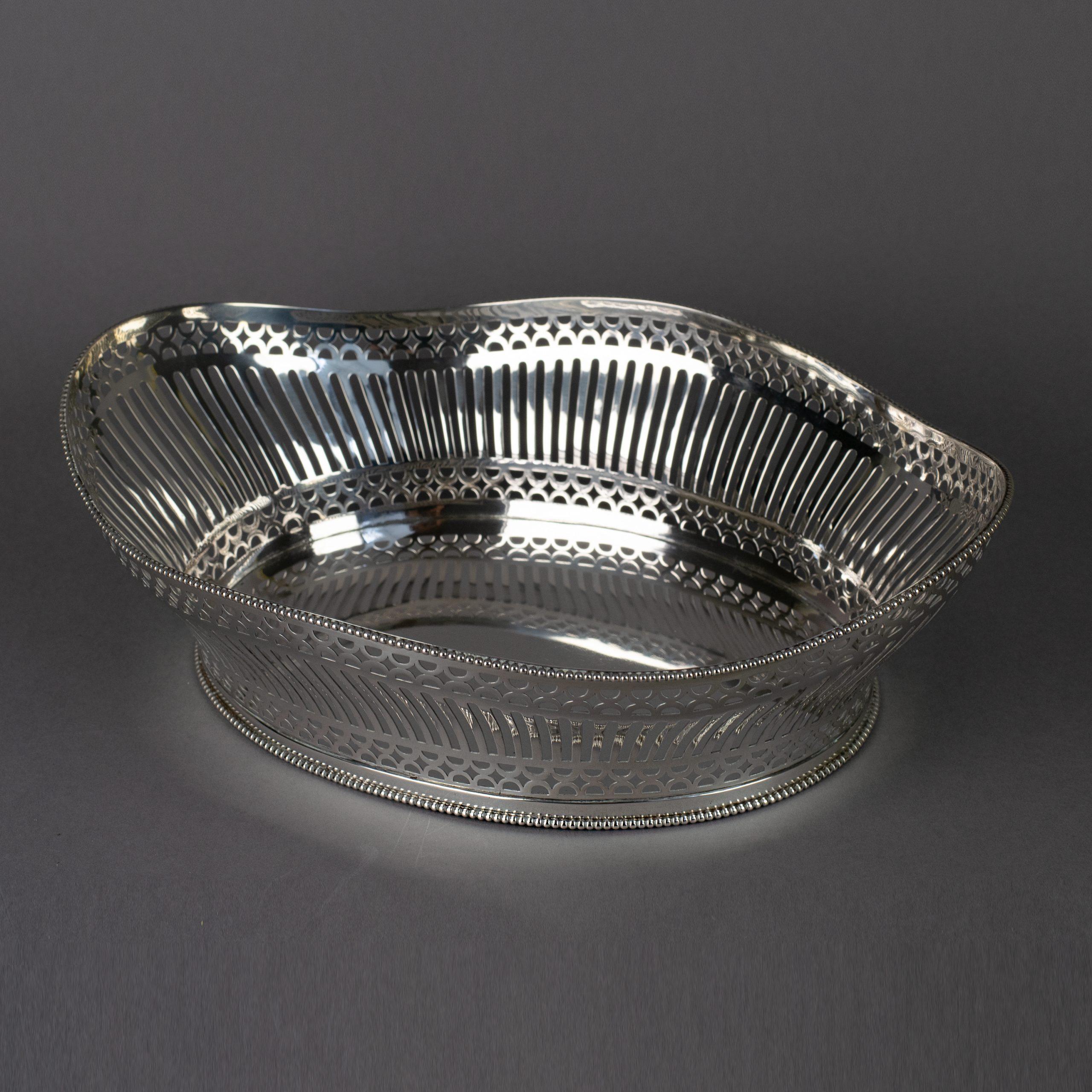 Ajour gezaagde zilveren broodmand