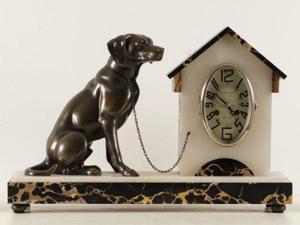 Art deco pendule met hond