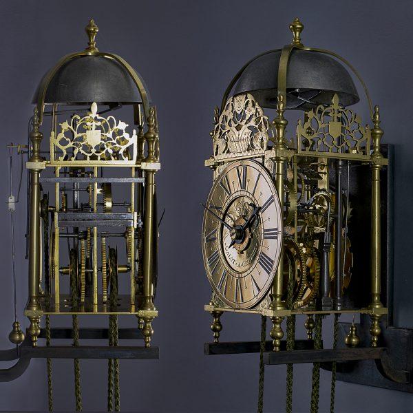 Gesigneerde lantaarnklok