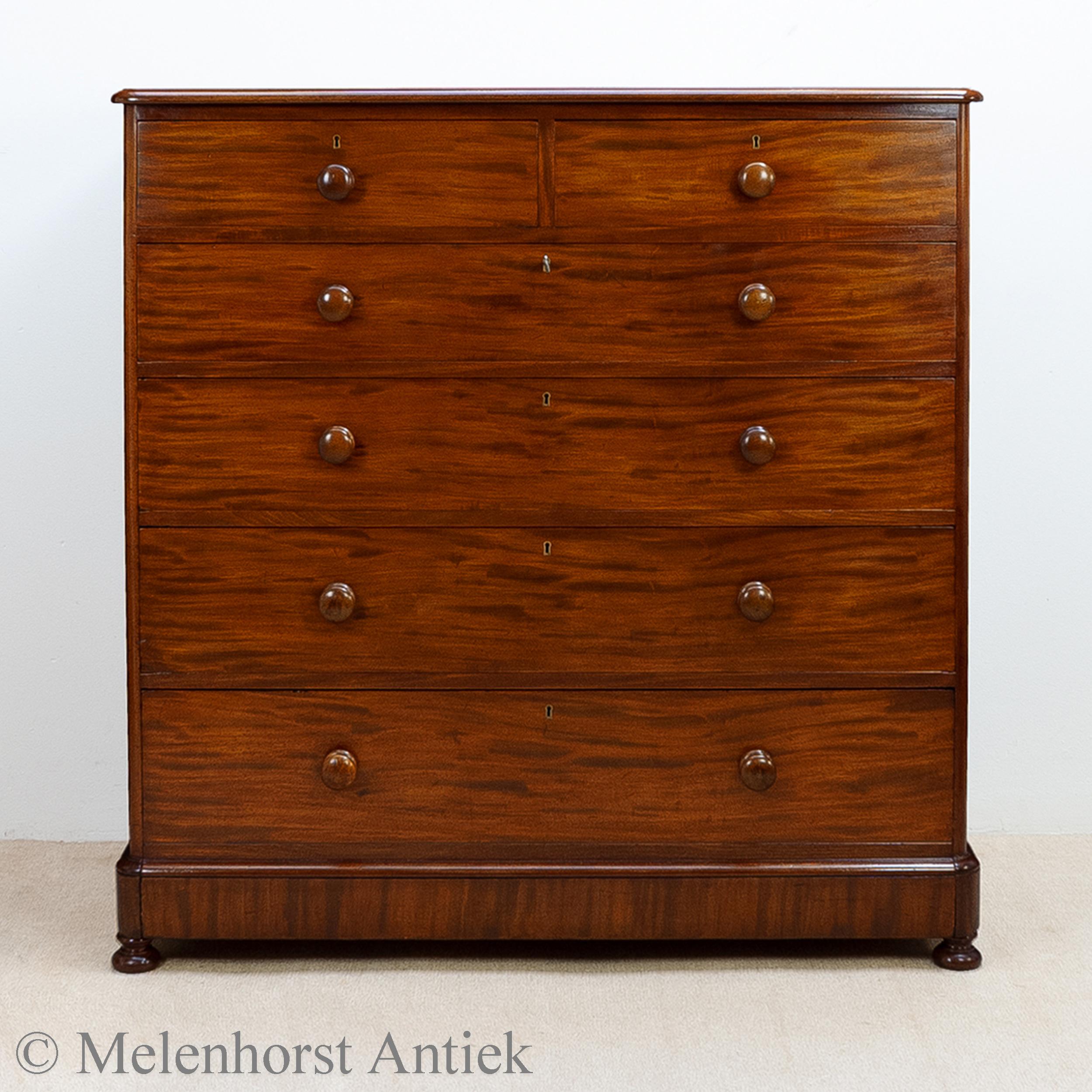 Mahoniehouten chest of drawers