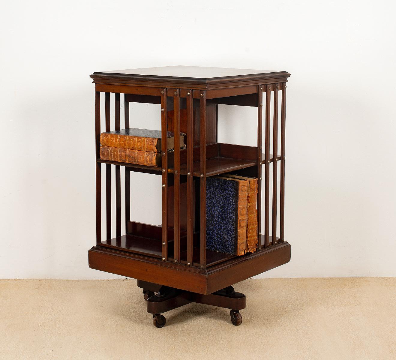 Compacte mahonie boekenmolen