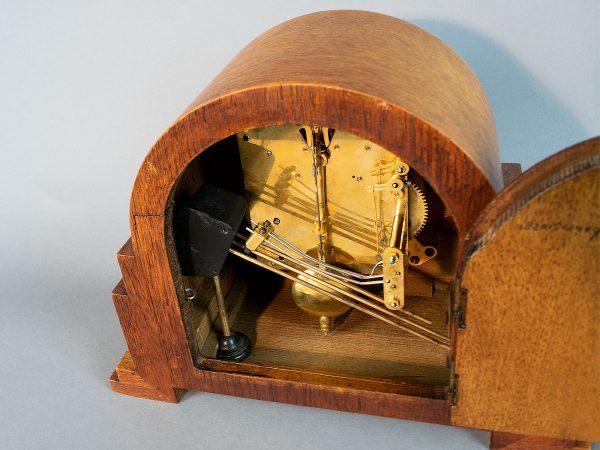 Art deco pendule met meerdere gongstaven