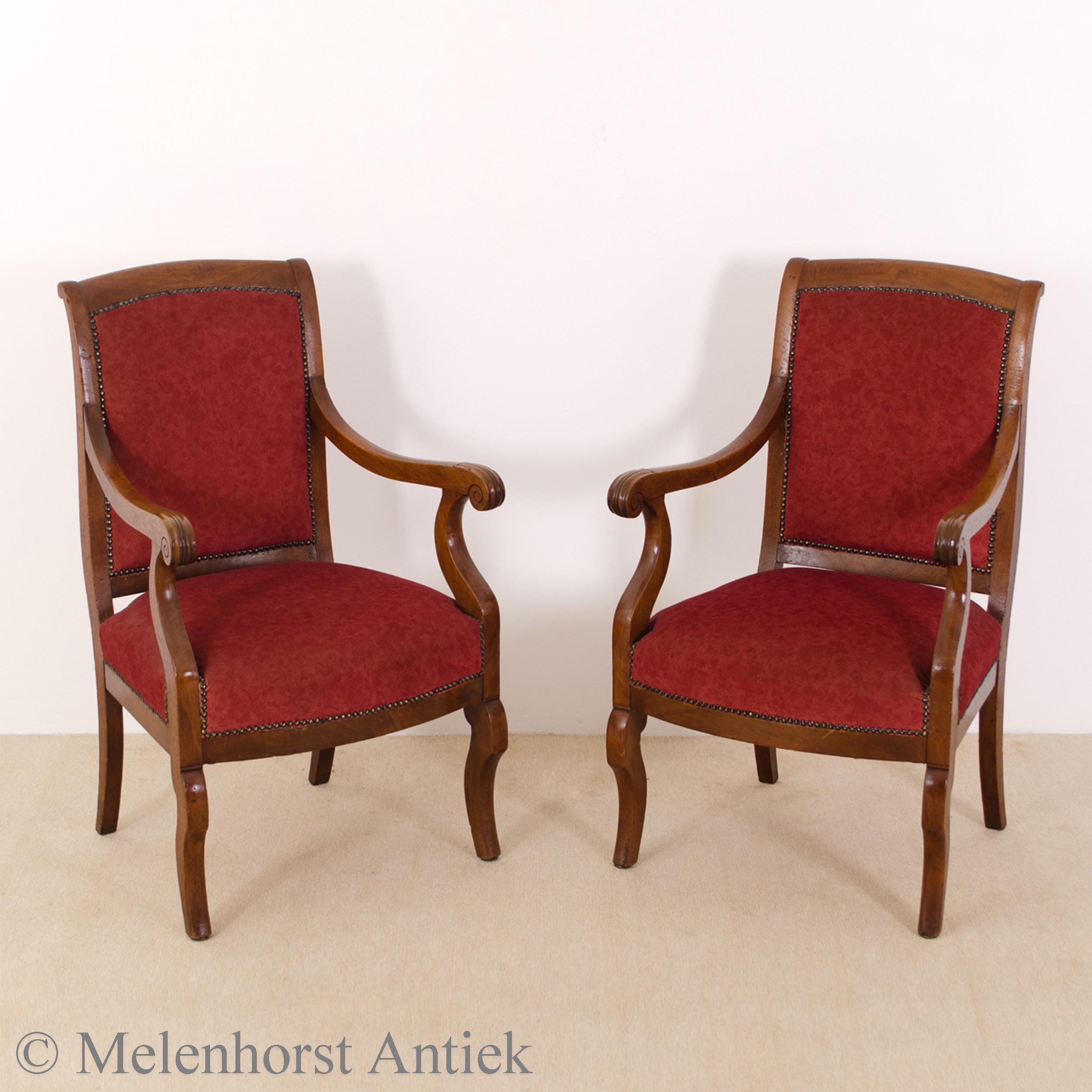 Twee antieke fauteuils