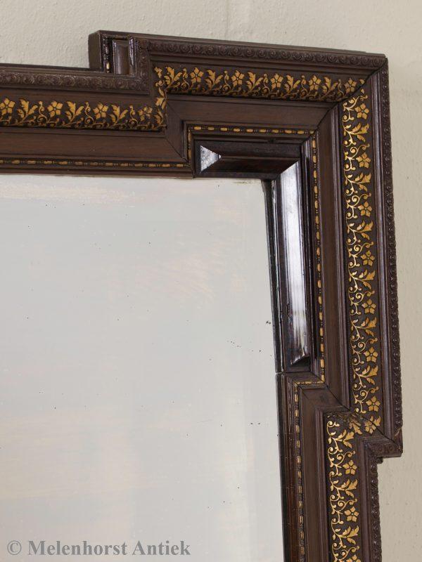 Houten spiegel met geslepen glas