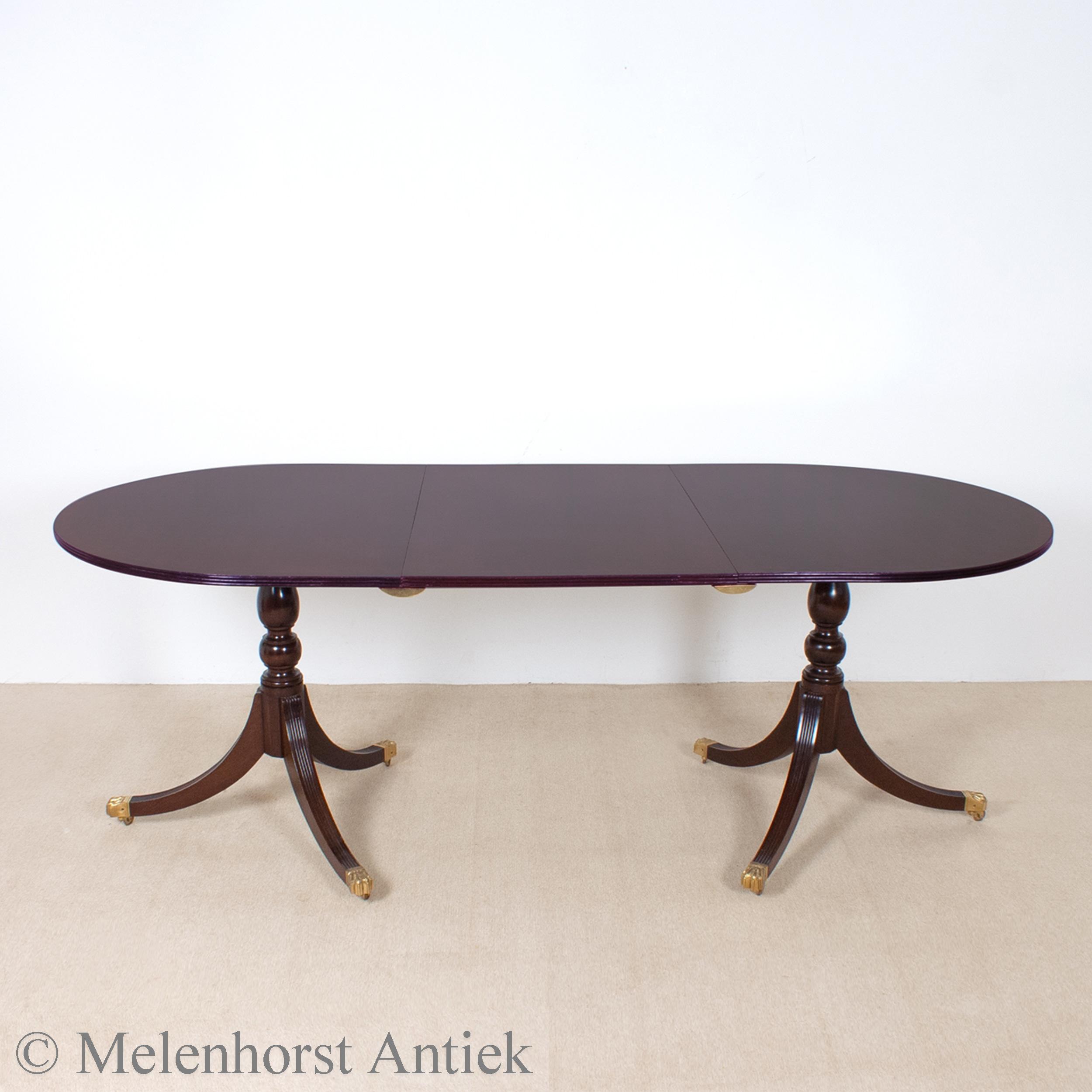 Engelse tafel met inlegblad