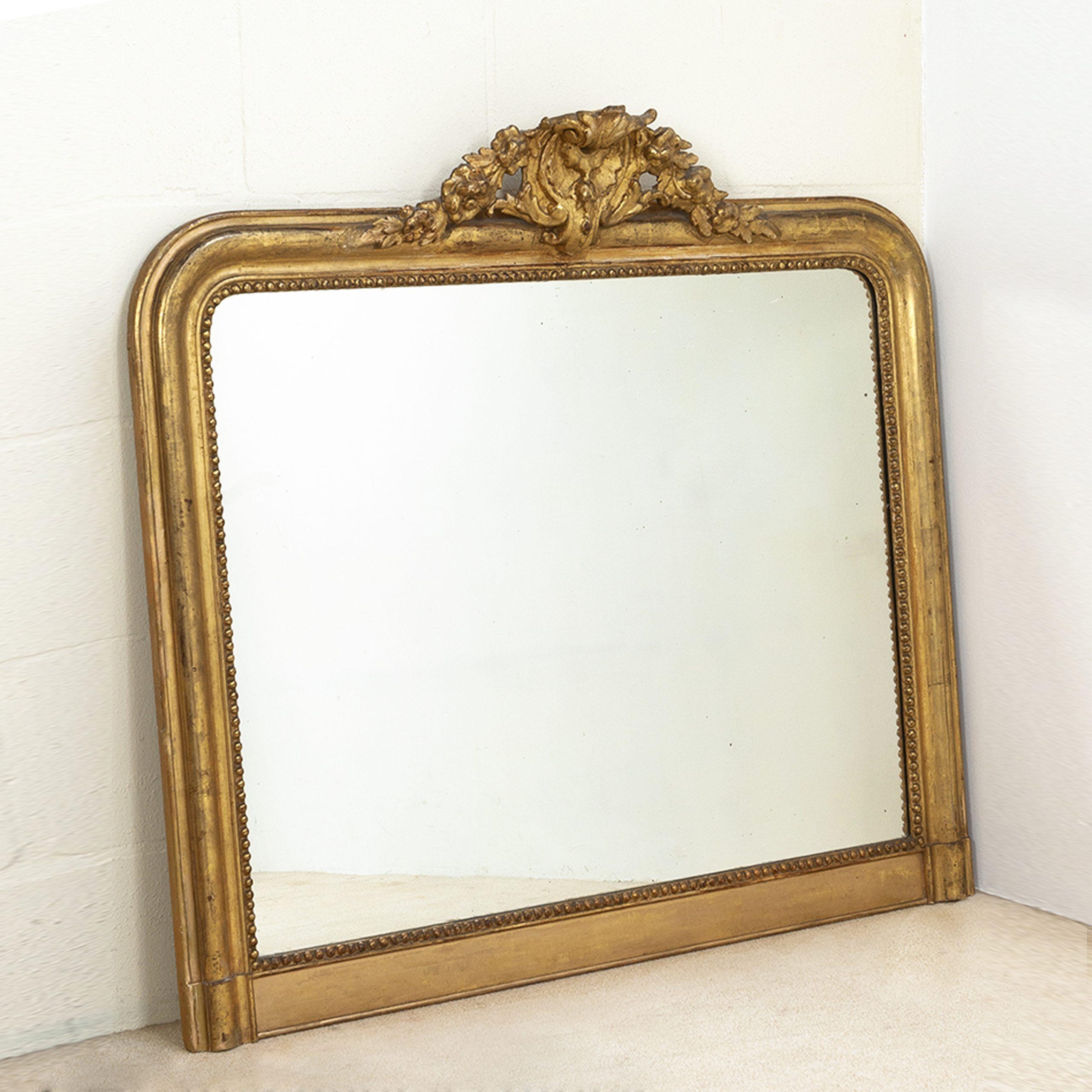 Brede antieke spiegel