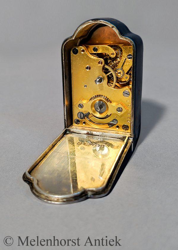 Zenith reisklokje met zilver en emaille kast