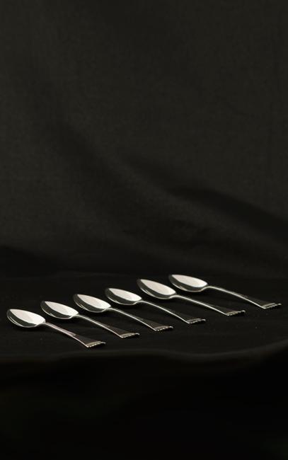 Zes zilveren theelepeltjes
