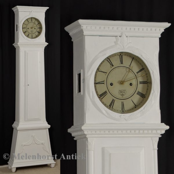 Witte staande klok