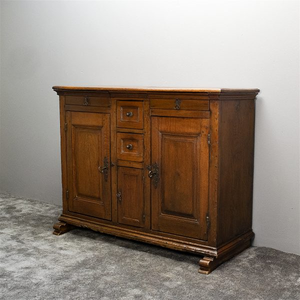 Rustiek Engels dressoir