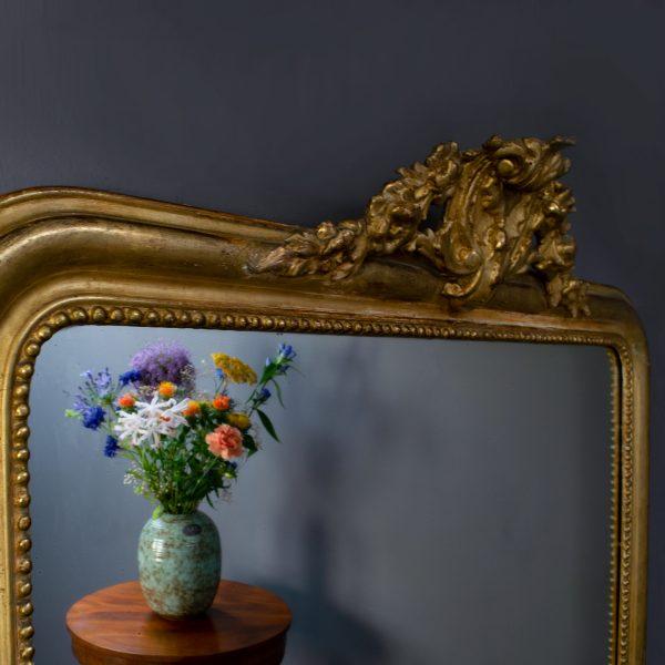 Antieke liggende spiegel