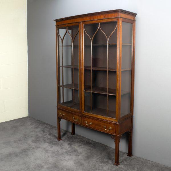 Antieke Engelse vitrinekast