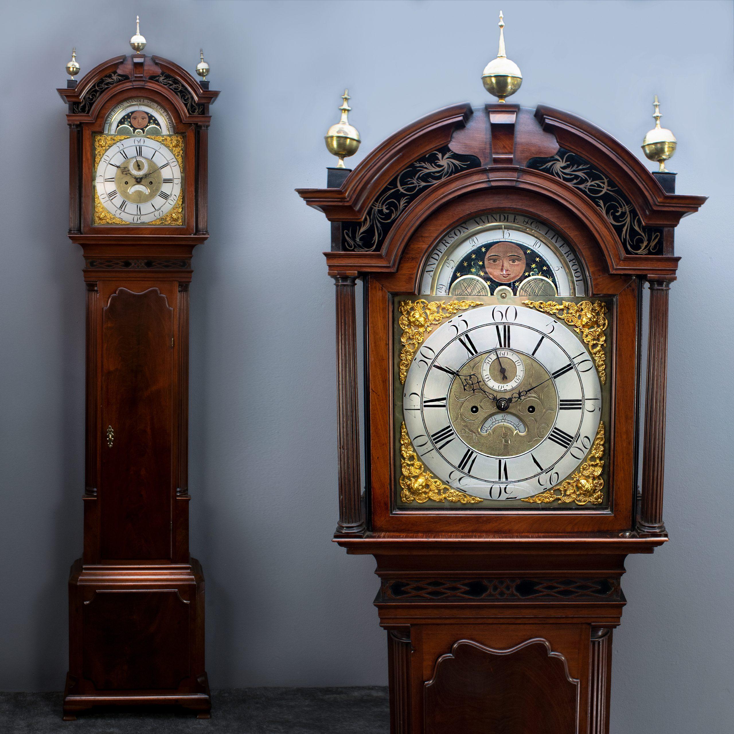 Engelse staande klok met maan en datum