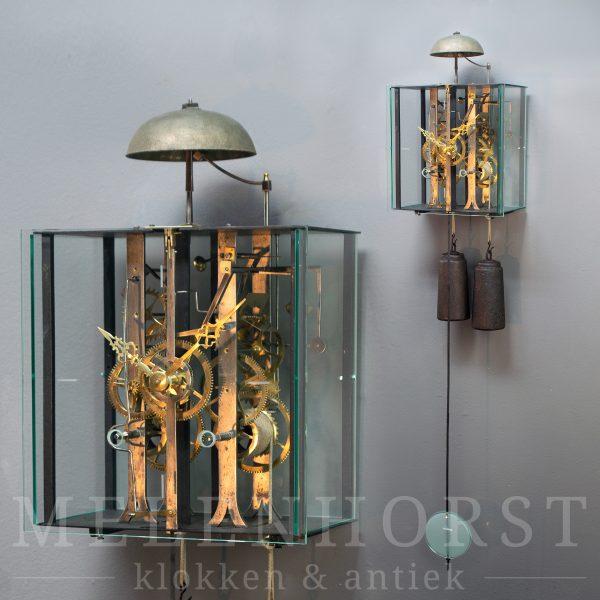 Comtoise met strakke glazen ombouw (11)