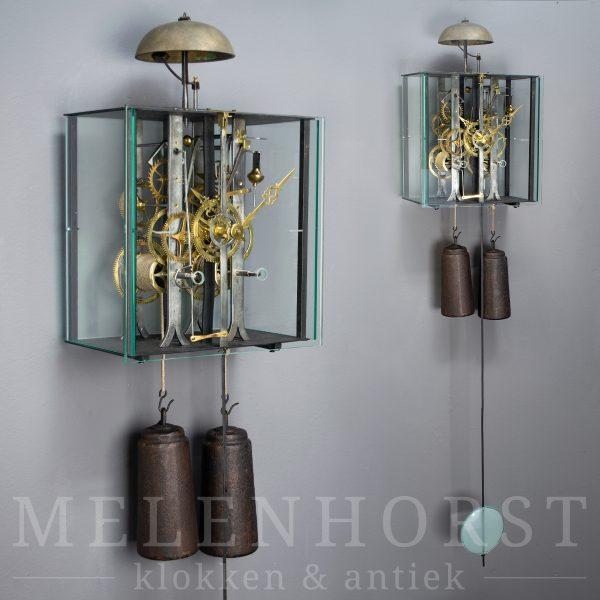 Comtoise met strakke glazen ombouw